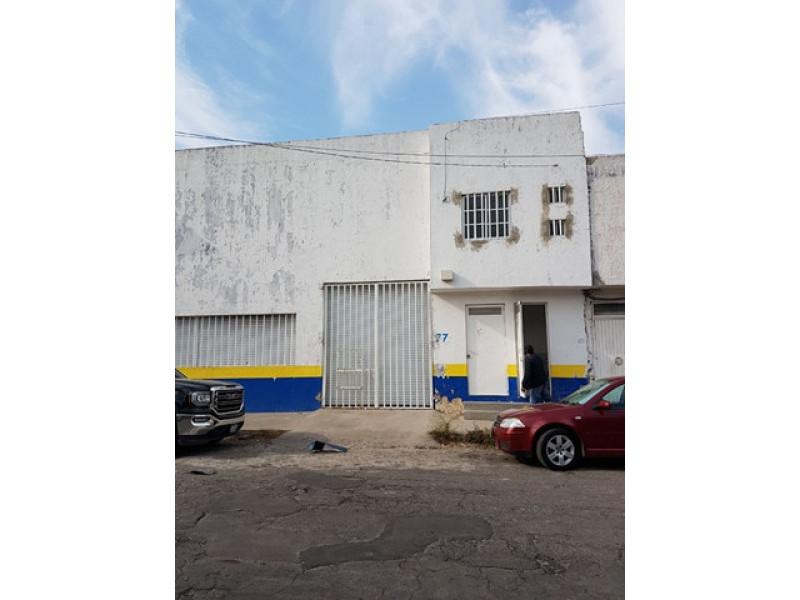 Renta mas IVA. CON LICENCIA PARA VENTA DE VINOS. Terreno 140  m2, Bodega 140 m2, Altura 6 mts, una Oficina, Entrada para camioneta, 2 ventanas con protecciones y cortina metalica. En Renta $15,000 mas impuestos.  1