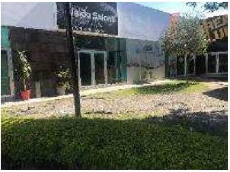 Local comercial moderno de buena calidad desarrollado en un nivel, medio baño. Plaza comercial con amplio estacionamiento FRACCIONAMIENTO EL REAL 1