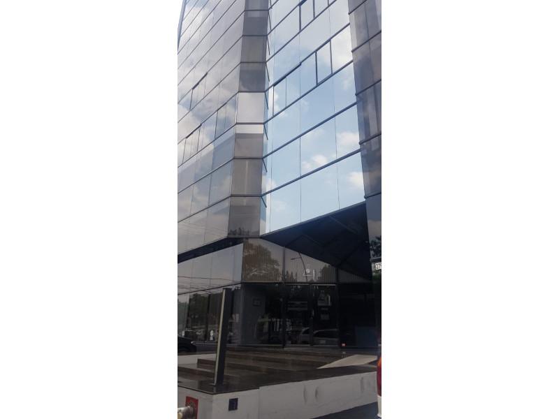 LOCAL TERRANOVA Y AV MEXICO PLANTA BAJA VENTA $10,000,000 DOS NIVELES 290M2 Actualmente es un laboratorio clínico está muy bien ubicado av. México esquina av. Terranova,  es la planta baja. Dividido por 8 cubículos en planta baja y 2 medios baños ,  8 cubículos en planta alta y 2 baños completos. Le corresponden 5 estacionamientos    1