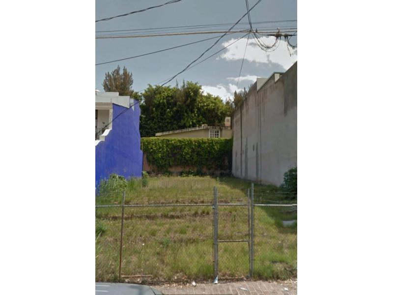 Mar Asesores Inmobiliarios ofrece en venta terreno en Colomos Providencia. Superficie de 1323 metros cuadrados. COS .6  CUS 1.8 De acuerdo al plan parcial se pueden construir hasta 6 niveles con 48 departamentos de una superficie de 85 Mts 2 Plan Parcial: 014 / RN / H2  1