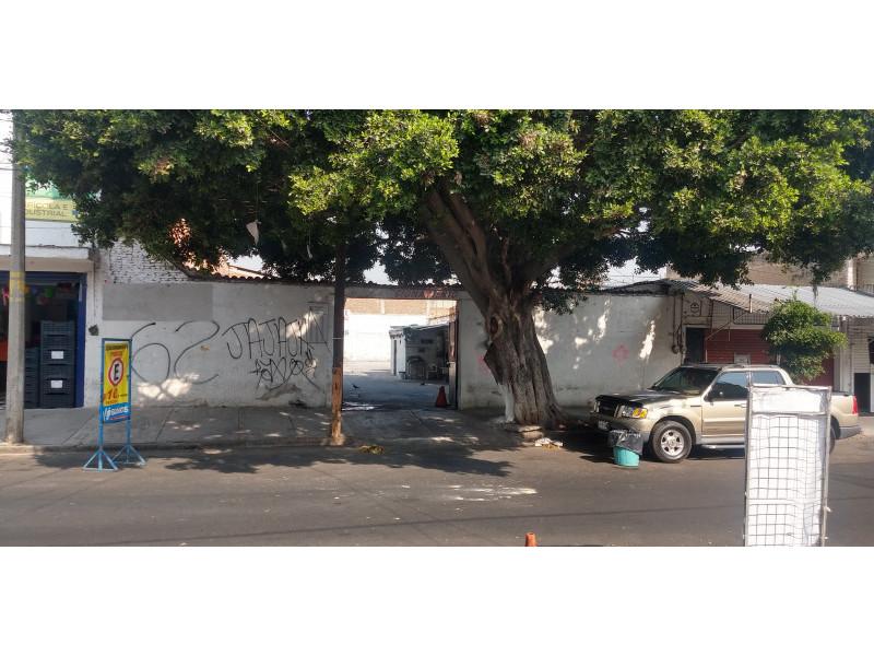 Terreno especial (H4-V), para comercio y vivienda, en la zona comercial de Medrano y calle 62 col. La Loma, alta densidad. Superficie plana de 495 m2 (15 x 33) cuenta con barda perimetral y portón. Se pueden construir hasta 4 niveles. 10