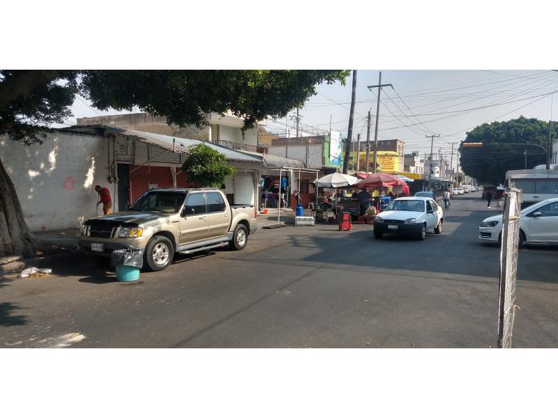 Terreno especial (H4-V), para comercio y vivienda, en la zona comercial de Medrano y calle 62 col. La Loma, alta densidad. Superficie plana de 495 m2 (15 x 33) cuenta con barda perimetral y portón. Se pueden construir hasta 4 niveles. 11