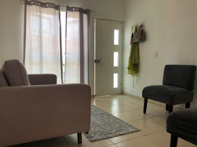 Casa Duplex en Venta en la Guadalupana, ambos niveles, 1 lugar de estacionamiento, Planta Baja cuenta con 3 recámara, sala, comedor y cocina, en planta alta cuenta con 2 recámaras con duela, cocina integral, sala y comedor. 10