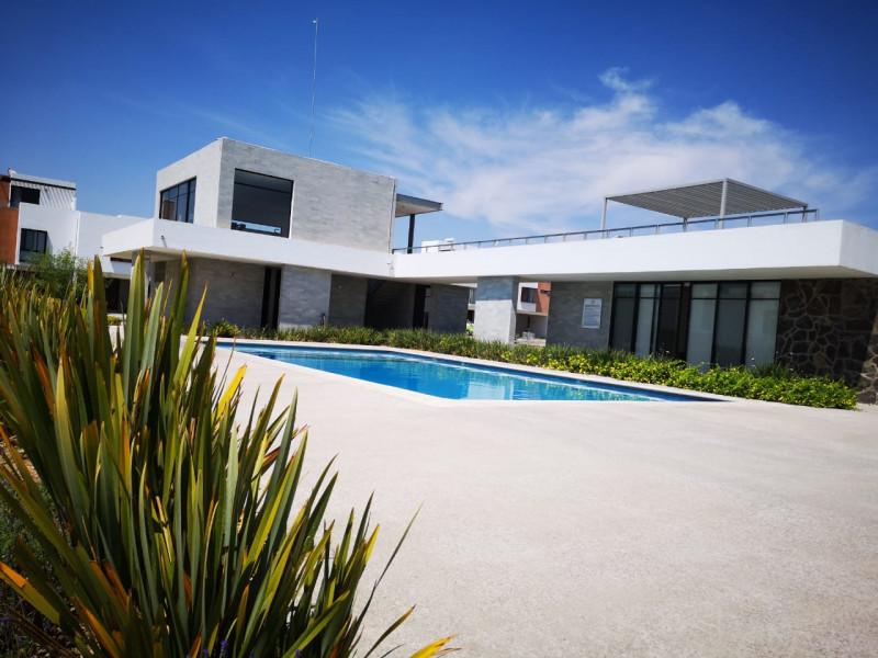 casa nueva en fraccionamiento de 273 casas coto  con  alberca pista de joggin ,terraza, gym,  zona infantil .  casa 3 recamaras,  con  aire acondicionado,  2.5  baños,  roof garden.  cocina equipada integral. 14