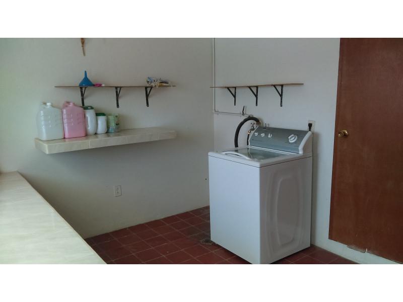 casa con habitación y baño completo en primer piso, estudio, terraza, a una cuadra del bosque los colomos, escrituracion inmediata, se aceptan crédito bancario 16
