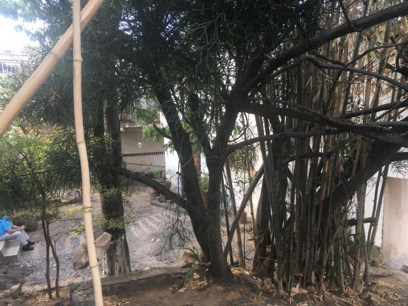 Excelente terreno con vista panorámica muy atractiva de la Barranca de Huentitán, sobre anillo periférico. 2,200 mts Ideal para casa de campo. Uso de suelo habitacional 18