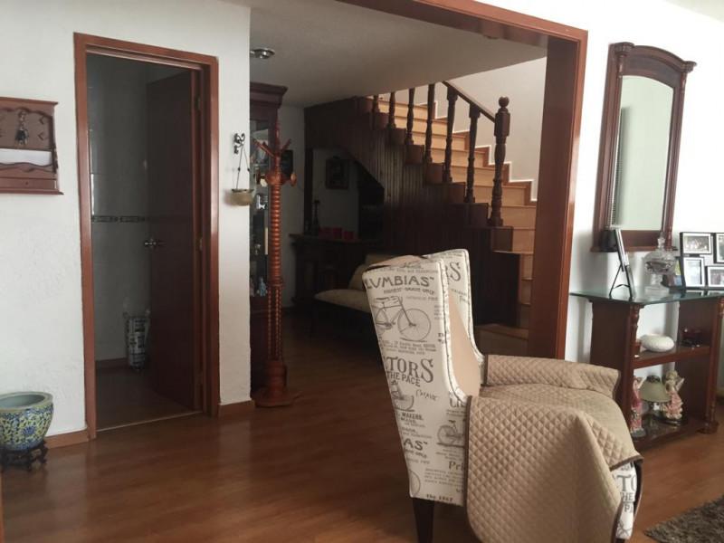 Casa en venta en colonia Loma Bonita con 4 recámaras, sala y comedor, cocina integral y terraza con techo abatible, cuenta con un cuarto de servicio con su baño completo y 2 lugares de estacionamiento dentro de cochera. 19