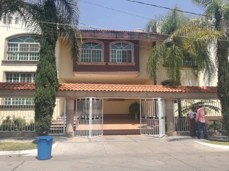 excelente  y amplia casa en venta   2