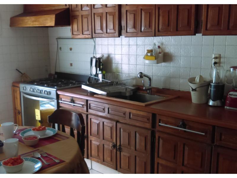 casa con habitación y baño completo en primer piso, estudio, terraza, a una cuadra del bosque los colomos, escrituracion inmediata, se aceptan crédito bancario 3