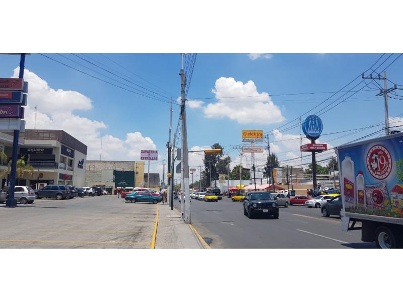 Magníficos locales en renta en ubicación privilegiada con alto flujo vehicular y peatonal, con empresas importantes ya instaladas y en crecimiento, como en la cera del frente un Soriana, Coppel, Farmacias Guadalajara, Elektra etc.  LOCAL 10: -100 Mts cuadrados  - $16,000 - Planta Alta   LOCAL 5: - 100 Mts cuadrados  - $35,000 - Planta Baja   LOCAL 6: - 150Mts cuadrados  - $50,000  - Planta Baja   2