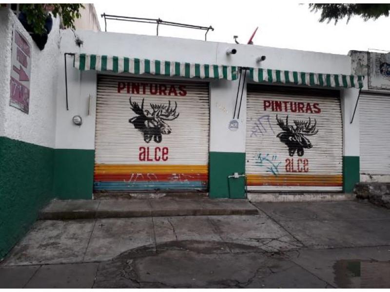 Local comercial en Loma Bonita,Zapopan de 140 M2 a $2,280,000 Local Sobre avenida Patria, es una Tlapaleria, negocio ya funcionando y aclientado durante 20 años, ingresos  aproximados 150,000 mensuales.  Medidas: 140m2 de terreno / 140m2 de construcción   Tenemos más de 10,000 Propiedades, visita nuestra Página web www.capriori.com o mándanos un mensaje por WhatsApp al:  3315668315. Nos puedes marcar mismo número, trabajamos de lunes a domingo. Si quieres vender o rentar tu propiedad también podemos ayudarte, sin exclusiva, plazos y comisiones negociables.   2