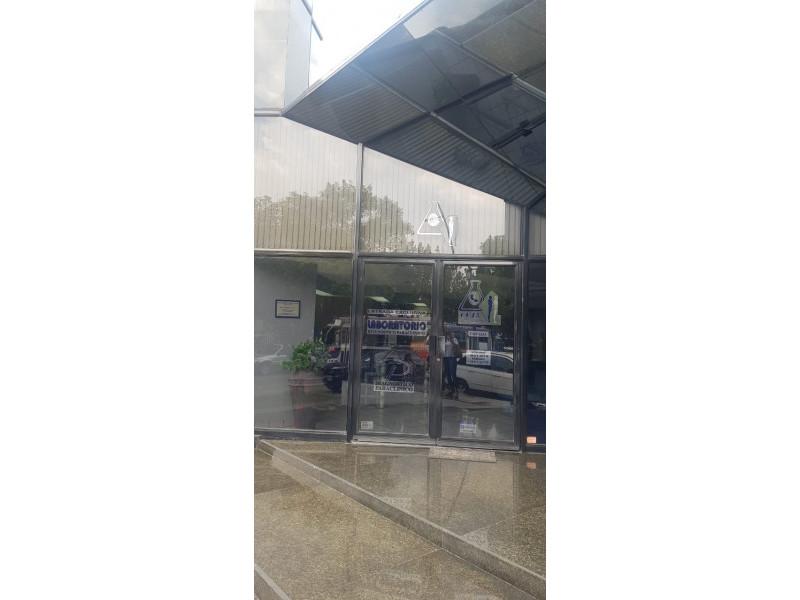 LOCAL TERRANOVA Y AV MEXICO PLANTA BAJA VENTA $10,000,000 DOS NIVELES 290M2 Actualmente es un laboratorio clínico está muy bien ubicado av. México esquina av. Terranova,  es la planta baja. Dividido por 8 cubículos en planta baja y 2 medios baños ,  8 cubículos en planta alta y 2 baños completos. Le corresponden 5 estacionamientos    2