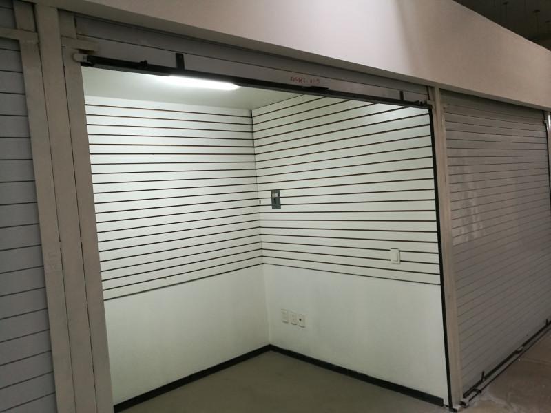 • 8 Locales Comerciales dentro de la Plaza de la Tecnología Centro Sur, ubicados en la segunda planta. • Superficie de 5 m2 cada uno. • Entrega Inmediata. 2