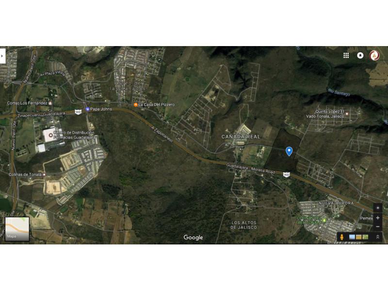 El predio «LOS ENCINOS», con una extensión aproximada de 20 – 35 – 95  héctareas.  Se encuentra ubicado en el municipio de Tonalá. Frente a carretera Guadalajara – Zapotlanejo Lo divide el camino Al Vado. El predio esta a 4,200 mts de Periferico, 2,100 mts del Poblado del Vado. 2,800 mts del Fracc. de paseo de la Cañada, 1,600 mts del Fraccionamiento Puertas del sol, 800 mts del Fracc. Cañada Real y a 600 mts de una bodega ya en funcionamiento. El precio por metro cuadrado en este momento es de $480.- (cuatrocientos ochenta pesos 00/100 M.N) Es muy atractivo, ya que cuenta con frente a la carretera Guadalajara – Zapotlanejo. El terreno, no es ejidal, cuenta ya con escrituras. El retorno se encuentra a 1000 mts. Se vende todo o en partes    2