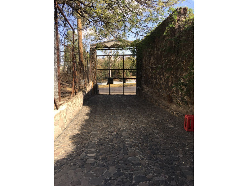 Excelente terreno con vista panorámica muy atractiva de la Barranca de Huentitán, sobre anillo periférico. 2,200 mts Ideal para casa de campo. Uso de suelo habitacional 2