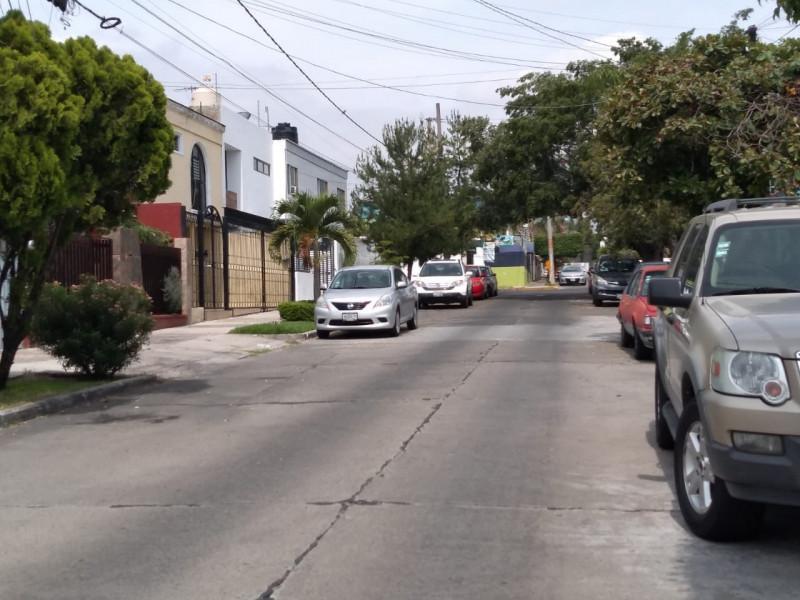 EXCELENTE CASA A DOS CUADRAS DE SAN JUDAS TADEO Y 5 CUADRAS DEL TOKS CIRUCUNVALACION.  LIBRE DE GRAVAMEN, COCHERA 3 AUTOS, COCINA INTEGRAL NUEVA, SALA Y COMEDOR INDEPENDIENTES, BAÑO DE VISITAS Y AMPLIA TERRAZA JARDIN DE 80 MTS.  PLANTA ALTA  CUATRO RECAMARAS, LA PRINCIPAL CON VESTIDOR Y BAÑO OTRA CON VESTIDOR Y UN BAÑO. AREA DE LAVADO.  TERRENO 227 MTS2 Y CONSTRUCCION 247 MTS2 23
