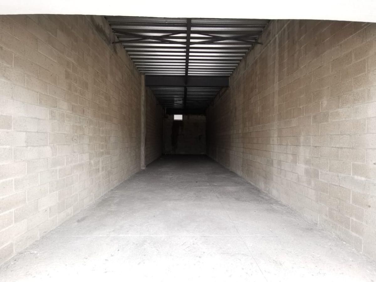 Ubicado sobre Carretera a Nogales, junto a la entrada a Technology park. Dentro de plaza nueva con estacionamiento amplio.  El local está en primer nivel y cuenta con 71.68m2.  Se entrega en obra gris. No incluye mantenimiento ($2,401.00). EasyBroker ID: EB-DM7153 1