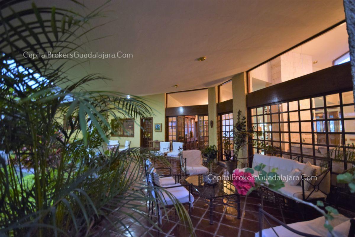 Residencia de con 2 recamaras en planta baja y 2 arriba, jardin, areas comunes, requiere remodelacion. EasyBroker ID: EB-DW8151 13