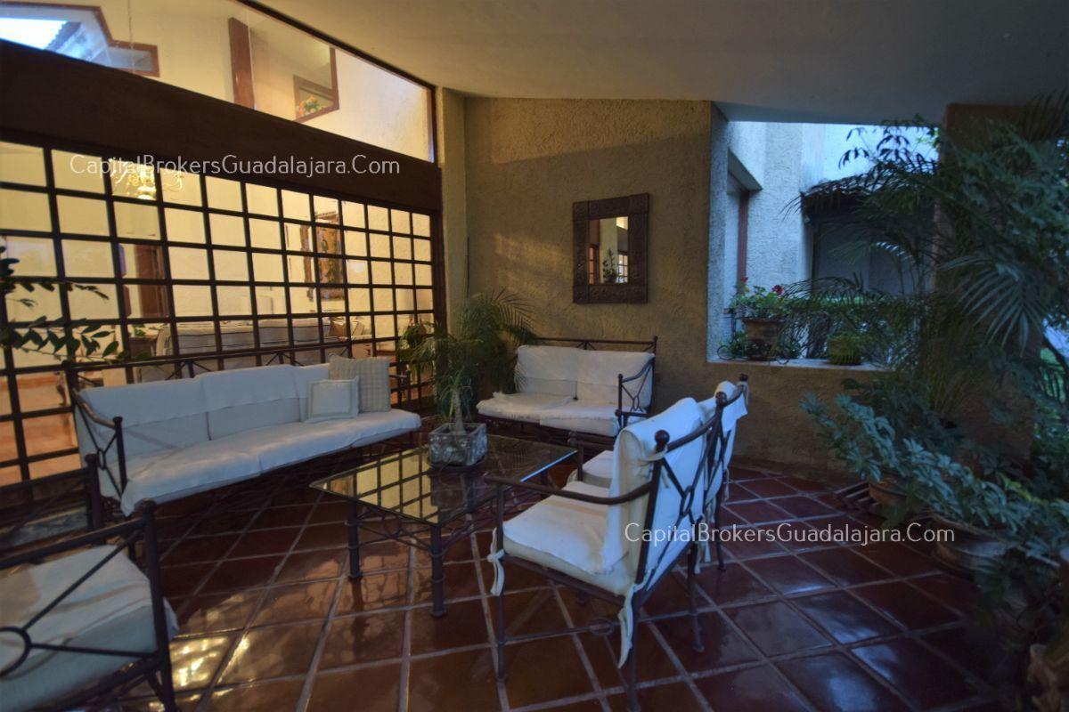 Residencia de con 2 recamaras en planta baja y 2 arriba, jardin, areas comunes, requiere remodelacion. EasyBroker ID: EB-DW8151 14