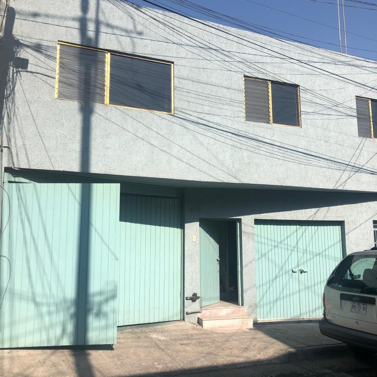 *Precio y condiciones sujetos a cambio sin previo aviso  Local en Venta a media cuadra de la calle 5 de Febrero y Los Angeles Excelente opcion para oficinas y bodega ya que cuenta con amplios espacios para crecer y almacenar productos Son 506m2 de terreno y 462m2 de construccion En $4,500,000  Informes: Alejandro Morales  Capital Brokers  3331007273. EasyBroker ID: EB-DH0361 17