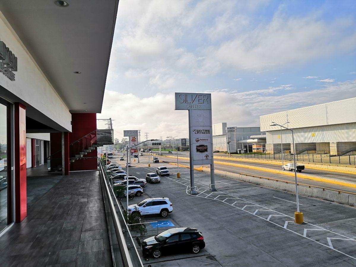Ubicado sobre Carretera a Nogales, junto a la entrada a Technology park. Dentro de plaza nueva con estacionamiento amplio.  El local está en primer nivel y cuenta con 71.68m2.  Se entrega en obra gris. No incluye mantenimiento ($2,401.00). EasyBroker ID: EB-DM7153 3