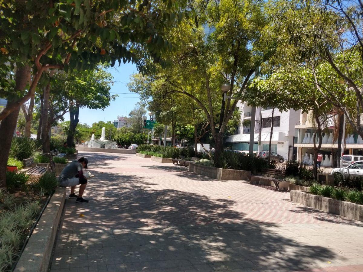 Local en venta en Avenida Chapultepec #73 esquina Justo Sierra en la colonia: Lafayette, rodeado de avenidas importantes tales como: Av. México, Av. Américas, en una zona alta comercial. local que cuenta con 600m2 de terreno y 836.80 m2 de construcción, ademas de 2 amplios compartimientos 2 plantas y mezanine en planta baja. EasyBroker ID: EB-DA6247 3