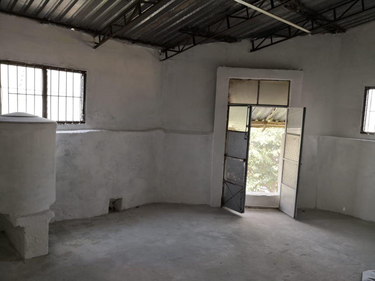 Se vende Local de oportunidad en Colonia Americana, en esquina , 2 locales en planta baja y un piso en  planta alta  cuenta con baño y un aparador en la mera esquina. EasyBroker ID: EB-DZ3886 4