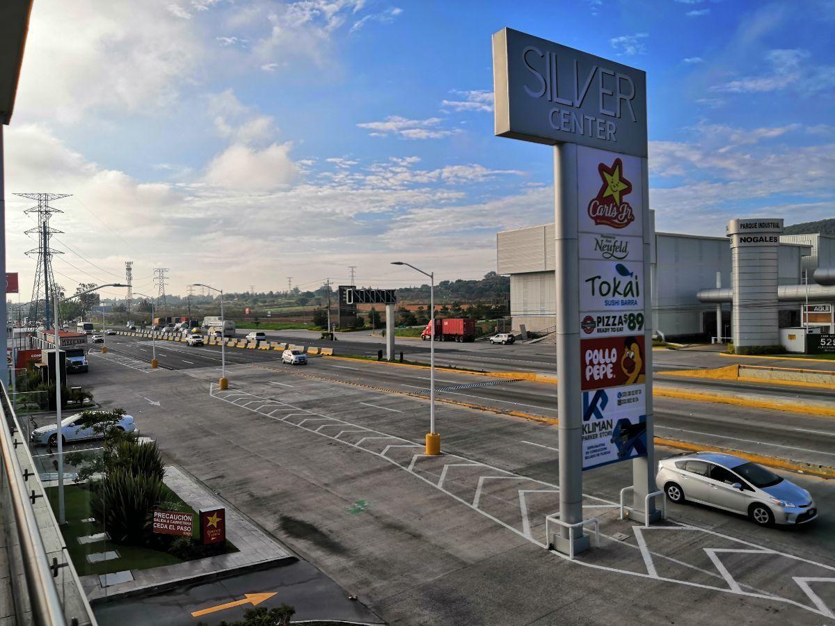 Ubicado sobre Carretera a Nogales, junto a la entrada a Technology park. Dentro de plaza nueva con estacionamiento amplio.  El local está en primer nivel y cuenta con 71.68m2.  Se entrega en obra gris. No incluye mantenimiento ($2,401.00). EasyBroker ID: EB-DM7153 5
