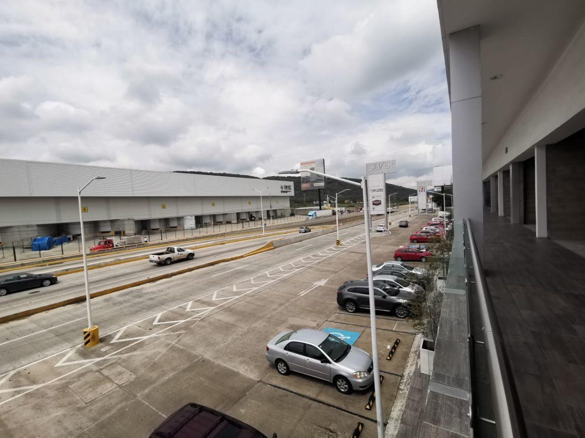 Ubicado sobre Carretera a Nogales, junto a la entrada a Technology park. Dentro de plaza nueva con estacionamiento amplio.  El local está en primer nivel y cuenta con 71.68m2.  Se entrega en obra gris. No incluye mantenimiento ($2,401.00). EasyBroker ID: EB-DM7153 7