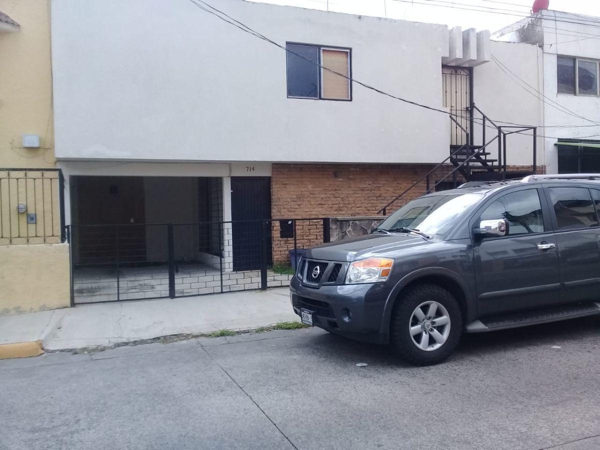 Excelente ubicación, a una cuadra de López Mateos, ideal para oficinas ó notaría, 360 M2 de terreno y 378 m2 de construcción. EasyBroker ID: EB-ED8450 0