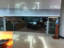 Se vende negocio aclientado de joyeria dentro de plaza comercial en el centro de Guadalajara. El   local comercial dentro de  plaza comercial de Centro Joyero Galería, en el centro de la ciudad de Guadalajara, Jalisco, en la plaza Tapatía.  El local tiene superficie de  22 m2 dentro del  centro comercial, en el tercer piso, con escaleras eléctrica, estacionamiento con valet parking, elevadores, baños,  puertas de cristal.  Es un centro comercial moderno, en buenas condiciones y de tres pisos. Está ubicado en el centro de la ciudad de Guadalajara, cerca del Hospicio Cabañas, de Catedral y mercado San Juan de Dios  y en la zona joyera.  No incluye mercancía.Si le interesa la mercancía y la lista de proveedores y clientes, puede pedir esta información.  En el tercer piso del centro Joyero Galería  hay baños para damas y caballeros, aproximadamente 8 en total. Ideal para quien busca un negocio para joyería u oficina. El precio es sin impuestos. Las siguientes líneas de transporte tienen rutas que pasan cerca de Galería Joyera Centro Joyero - Autobús: 231-C, 258-D, LÍNEA 3, PARADOR; Tren: TL-2. EasyBroker ID: EB-BH8542 13