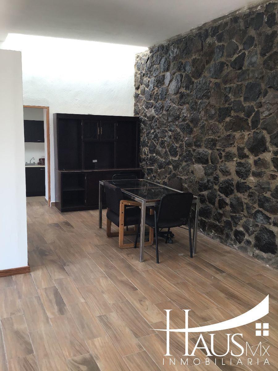 Casa desarrollada en un nivel, dentro de un condominio en desarrollo cuenta con cisterna, portón eléctrico. Requisitos: 1 depósito, 1 renta, póliza jurídica y un aval con propiedad en la CDMX (libre de gravamen) ¡¡ Conócelo !!. EasyBroker ID: EB-ED5507 3