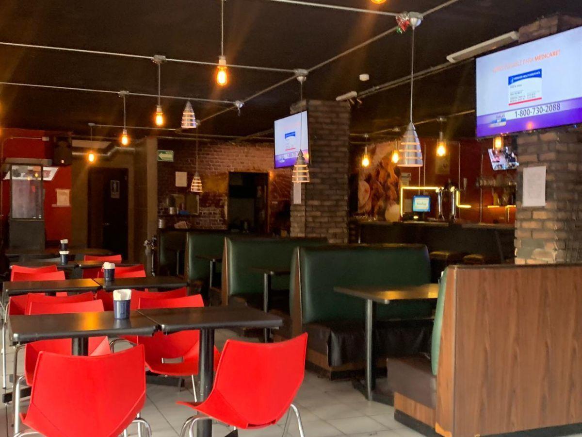 """Traspaso de negocio con excelente ubicación sobre Av circunvalación norte, esquina Samuel Ramos. Negocio ya establecido """"Wings Time"""", el traspaso incluye muebles, 4 pantallas de 32 pulgadas, cuenta con licencia de alimentos con venta de cerveza, esta establecido hace 4 años y medio. Actualmente paga 31 mil pesos de renta, sistema de sonido incluido y sofw restaurant ya instalado. Excelente inversión con alta rentabilidad. CP/5. EasyBroker ID: EB-ED4993 3"""