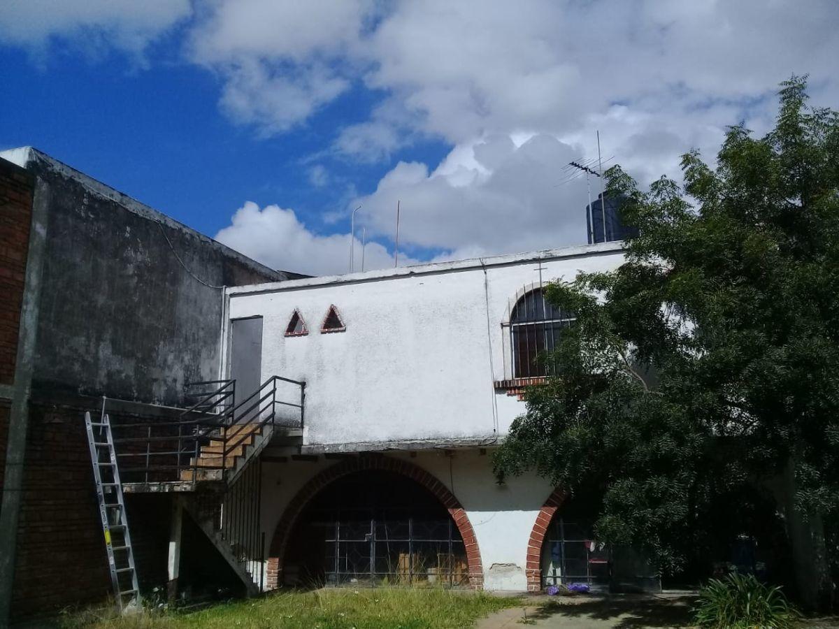 Excelente ubicación, a una cuadra de López Mateos, ideal para oficinas ó notaría, 360 M2 de terreno y 378 m2 de construcción. EasyBroker ID: EB-ED8450 5