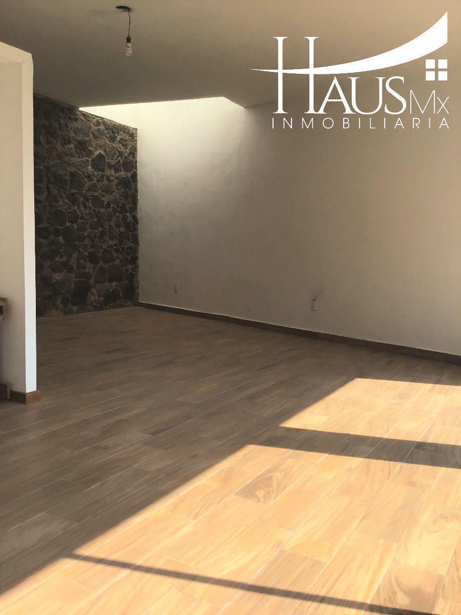 Casa desarrollada en un nivel, dentro de un condominio en desarrollo cuenta con cisterna, portón eléctrico. Requisitos: 1 depósito, 1 renta, póliza jurídica y un aval con propiedad en la CDMX (libre de gravamen) ¡¡ Conócelo !!. EasyBroker ID: EB-ED5507 6
