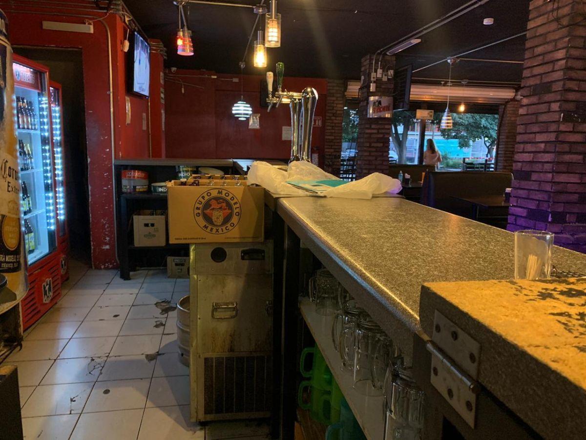 """Traspaso de negocio con excelente ubicación sobre Av circunvalación norte, esquina Samuel Ramos. Negocio ya establecido """"Wings Time"""", el traspaso incluye muebles, 4 pantallas de 32 pulgadas, cuenta con licencia de alimentos con venta de cerveza, esta establecido hace 4 años y medio. Actualmente paga 31 mil pesos de renta, sistema de sonido incluido y sofw restaurant ya instalado. Excelente inversión con alta rentabilidad. CP/5. EasyBroker ID: EB-ED4993 8"""