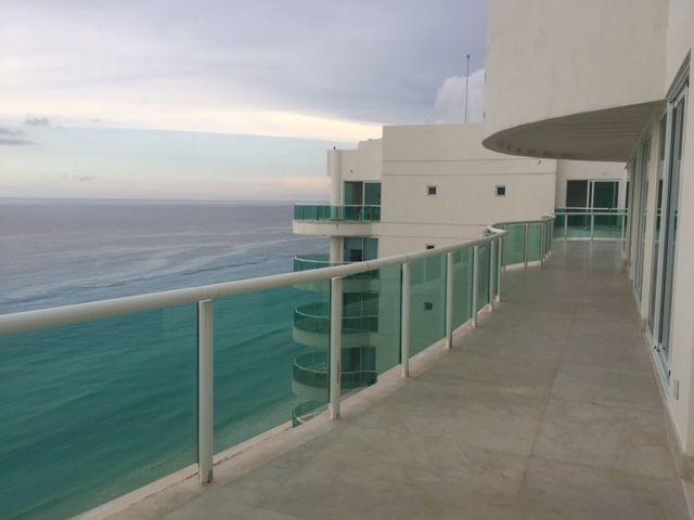 MLS-BRCA201  Penthouse de lujo frente al mar a la venta en Bay View Grand Cancun Zona Hotelera  Terraza amplia que rodea el condominio con vistas panorámicas al mar y la laguna.  Ventanas de piso a techo corredizas que crean un espacio indoor / outdoor  Amenidades: Alberca infinity Spa de clase mundial Juegos infantiles Restaurant Internacional Cancha de Tenis Gimnasio Club de playa privado  Sundeck con area de camastros Snack bar Elevadores Seguridad 24 hrs y acceso controlado  2 Estacionamientos Recámaras:     4 Baños:          4 Estacionamiento:2 Construcción:    541 m2  Precio: 2'500,000 USD (47'500,000 PESOS). EasyBroker ID: EB-DX2217 12