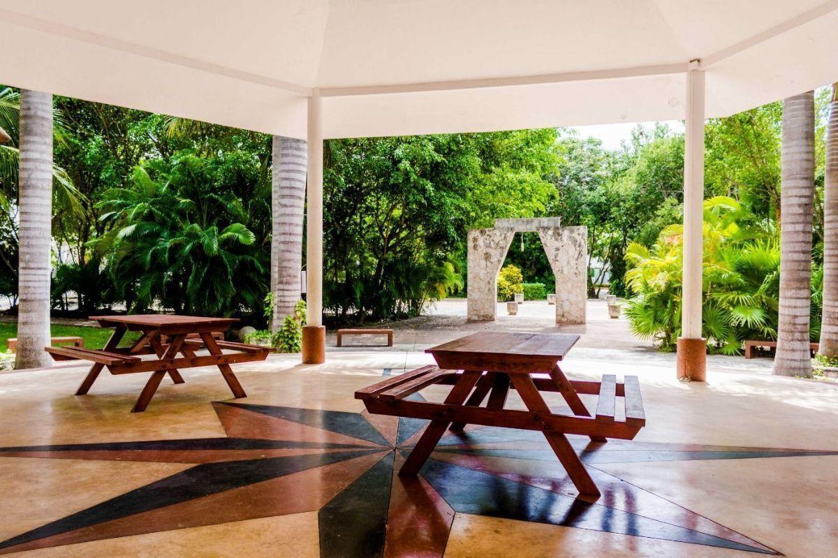MLS-DCA215  Condo de 2 Recamaras en Arbolada, Cancun  40 Condos Ubicados en la nueva fase de Arbolada Residencial, donde se vive y se disfruta la verdadera naturaleza de Cancún.  Combina lo increible de la naturaleza con lo emocionante del diseño.  - Equipados con todo lo que se necesita para las comodidades de la vida diaria. - Acabados de lujo, con espacios 100% funcionales. - Sala / comedor con cocina integral. - Cubiertas de mármol y granito en baños y cocina. - Carpintería de diseño. - Dos recamaras y dos baños completos. - Diseño de iluminación a base de LEDs  Amenidades  - 50% Áreas verdes. - Alberca con calentadores solares. - Acceso controlado. - Circuito cerrado de vigilancia. - Vigilancia las 24 hrs. - Wi Fi en áreas comunes. - BBQ y Bar Área.   Disponibilidad:  2 Recamaras 2 Baños Balcon 70 m2 Precio: $ 2'055,391 MXN ( $ 108,200 USD).  El precio puede cambiar de acuerdo a la disponibilidad, demanda y al avance de la obra, contactanos para confirmar el precio actual. EasyBroker ID: EB-EH4743 3