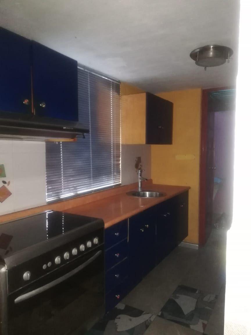 Casa de 2 niveles en venta dentro de coto, en esquina  La propiedad cuenta con: -3 recámaras -2 baños completos -sala -comedor -cocina integral -pequeño jardín -cochera  Coto con portón eléctrico. EasyBroker ID: EB-EB8970 31