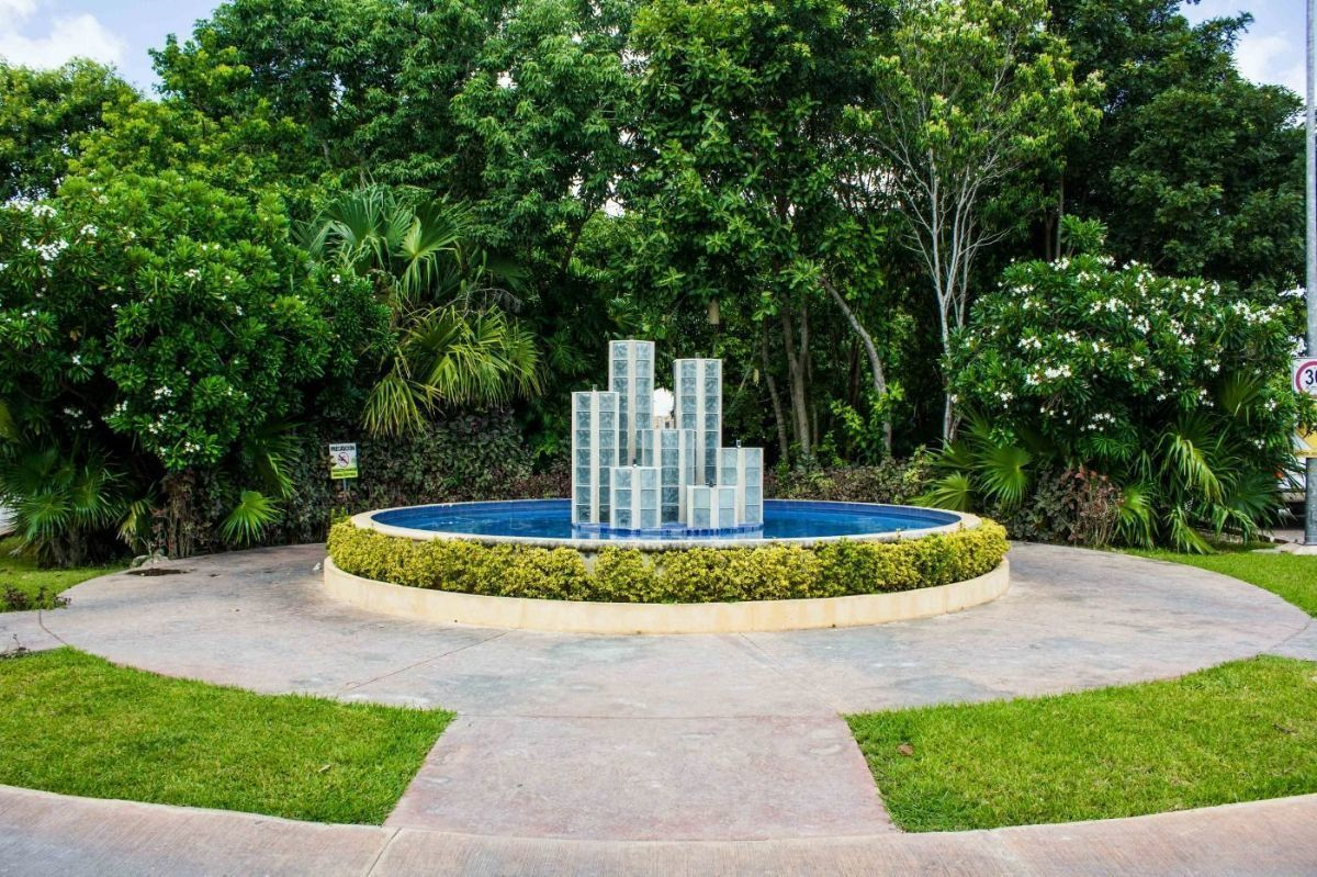 MLS-DCA215  Condo de 2 Recamaras en Arbolada, Cancun  40 Condos Ubicados en la nueva fase de Arbolada Residencial, donde se vive y se disfruta la verdadera naturaleza de Cancún.  Combina lo increible de la naturaleza con lo emocionante del diseño.  - Equipados con todo lo que se necesita para las comodidades de la vida diaria. - Acabados de lujo, con espacios 100% funcionales. - Sala / comedor con cocina integral. - Cubiertas de mármol y granito en baños y cocina. - Carpintería de diseño. - Dos recamaras y dos baños completos. - Diseño de iluminación a base de LEDs  Amenidades  - 50% Áreas verdes. - Alberca con calentadores solares. - Acceso controlado. - Circuito cerrado de vigilancia. - Vigilancia las 24 hrs. - Wi Fi en áreas comunes. - BBQ y Bar Área.   Disponibilidad:  2 Recamaras 2 Baños Balcon 70 m2 Precio: $ 2'055,391 MXN ( $ 108,200 USD).  El precio puede cambiar de acuerdo a la disponibilidad, demanda y al avance de la obra, contactanos para confirmar el precio actual. EasyBroker ID: EB-EH4743 4