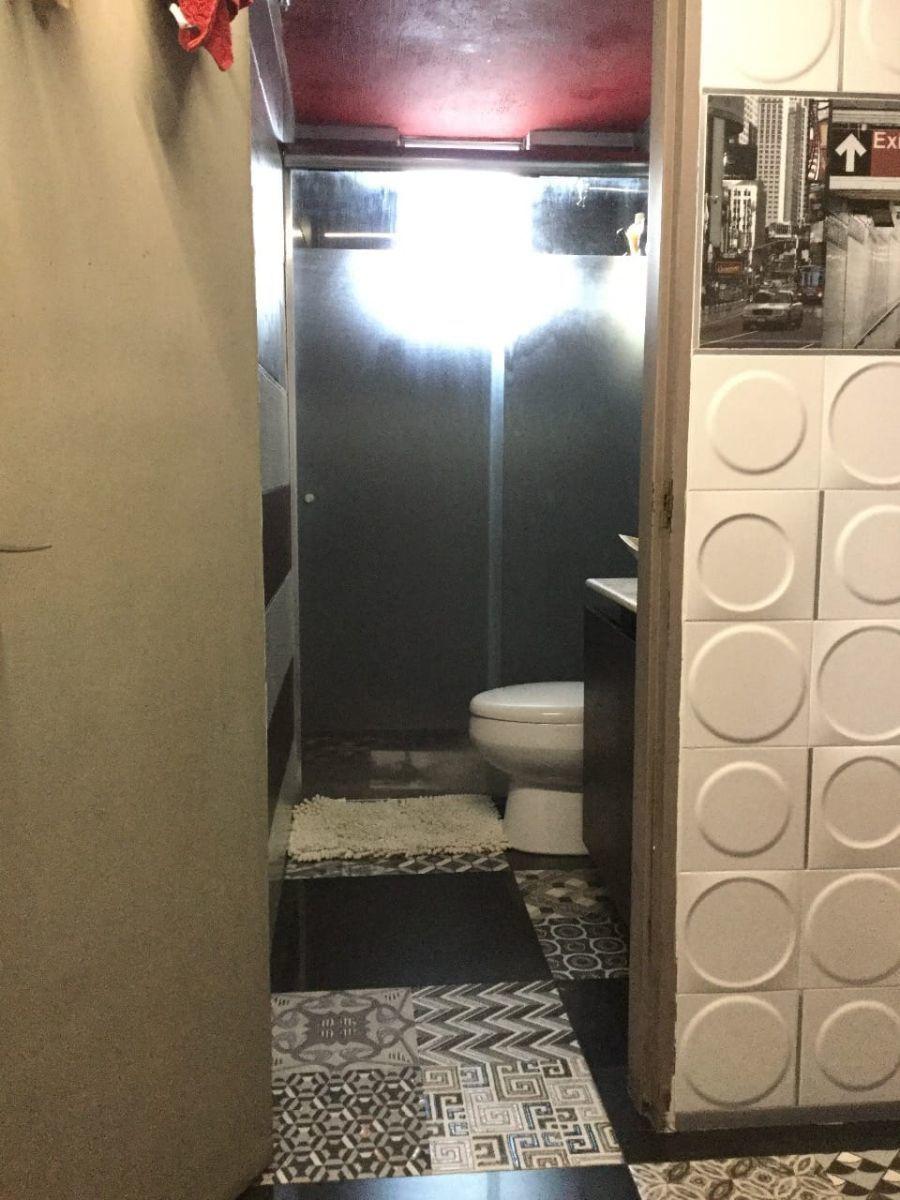 Casa de 2 niveles en venta dentro de coto, en esquina  La propiedad cuenta con: -3 recámaras -2 baños completos -sala -comedor -cocina integral -pequeño jardín -cochera  Coto con portón eléctrico. EasyBroker ID: EB-EB8970 8