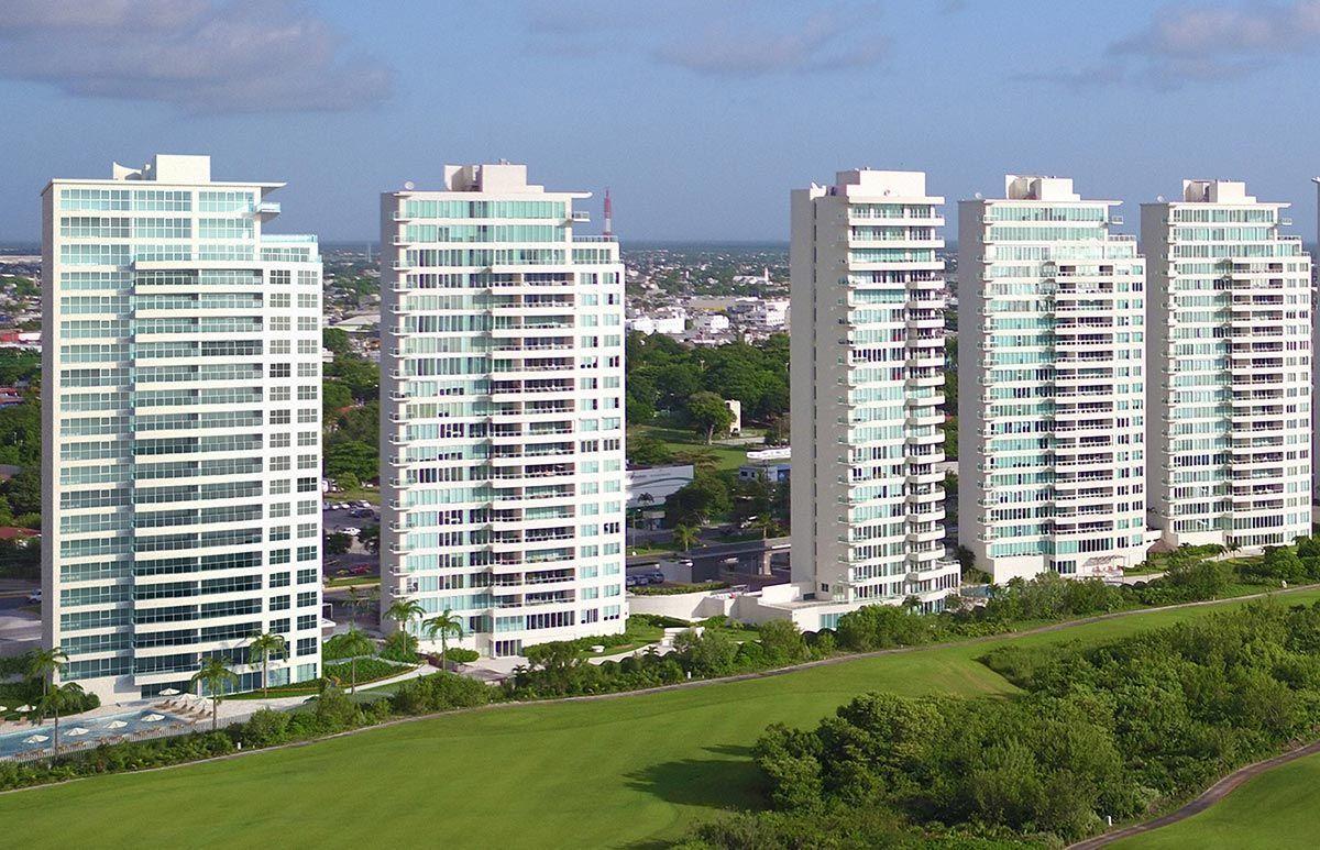 MLS-DCA203 Excelente oportunidad de inversion, Condo a la venta en Cancun Departamento de lujo ubicado dentro de Puerto Cancun, un residencial privado cerca de las zonas mas exclusivas de Cancun. Este desarrollo cuenta con acabados que destacan la exclusividad y confort. Sus amplias terrazas te permiten disfrutar de un hermoso paisaje y de una convivencia al aire libre. Cuenta con amplios jardines, un lobby y gimnasio. Fuera de la torre, se encuentra una piscina de nado y una alberca recreativa, un asoleadero, baños y áreas de convivencia donde el verde predomina con su bella vista al campo de golf. Este departamento te frece extraordinarias amenidades con espacios amplios en un ambiente agradable donde encontrarás sin duda, tranquilidad y confort. amenidades •Seguridad 24/7 •Lobby •Cuarto de juegos •Alberca de nado y recreativa •Asoleadero •Grandes jardines •Spa y sauna •Gym •Cancha de Paddle Tennis •Cancha de fútbol y basquetbol •Business center •Kids club •Salón de usos múltiples •Bodega •Estacionamiento •subterráneo y de visita 2 recamaras 2 baños 158 m2 $ 6,901,000 MXN ($ 363,211 USD) 3 PENTHOUSE recamaras 3 y un medio baño 313 m2 $ 12,844,000 MXN ($ 676,000 USD) El precio puede cambiar de acuerdo a la disponibilidad, demanda y al avance de la obra, contactanos para confirmar el precio actual. #iowncancun #cancunrealstate #cancuncondos  #puertocancun #cancuncondominiums #cancunbroker #cancunlisting #cancunrealty #cancun #cancunlifestyle #Luxurycancun. EasyBroker ID: EB-EA0253 0