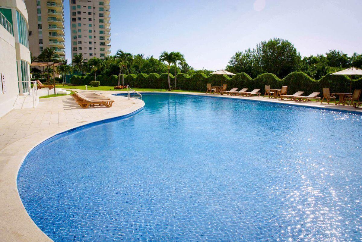 MLS-DCA203 Excelente oportunidad de inversion, Condo a la venta en Cancun Departamento de lujo ubicado dentro de Puerto Cancun, un residencial privado cerca de las zonas mas exclusivas de Cancun. Este desarrollo cuenta con acabados que destacan la exclusividad y confort. Sus amplias terrazas te permiten disfrutar de un hermoso paisaje y de una convivencia al aire libre. Cuenta con amplios jardines, un lobby y gimnasio. Fuera de la torre, se encuentra una piscina de nado y una alberca recreativa, un asoleadero, baños y áreas de convivencia donde el verde predomina con su bella vista al campo de golf. Este departamento te frece extraordinarias amenidades con espacios amplios en un ambiente agradable donde encontrarás sin duda, tranquilidad y confort. amenidades •Seguridad 24/7 •Lobby •Cuarto de juegos •Alberca de nado y recreativa •Asoleadero •Grandes jardines •Spa y sauna •Gym •Cancha de Paddle Tennis •Cancha de fútbol y basquetbol •Business center •Kids club •Salón de usos múltiples •Bodega •Estacionamiento •subterráneo y de visita 2 recamaras 2 baños 158 m2 $ 6,901,000 MXN ($ 363,211 USD) 3 PENTHOUSE recamaras 3 y un medio baño 313 m2 $ 12,844,000 MXN ($ 676,000 USD) El precio puede cambiar de acuerdo a la disponibilidad, demanda y al avance de la obra, contactanos para confirmar el precio actual. #iowncancun #cancunrealstate #cancuncondos  #puertocancun #cancuncondominiums #cancunbroker #cancunlisting #cancunrealty #cancun #cancunlifestyle #Luxurycancun. EasyBroker ID: EB-EA0253 12