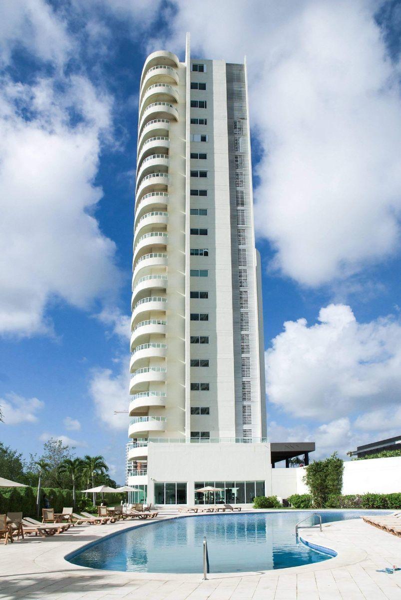 MLS-DCA203 Excelente oportunidad de inversion, Condo a la venta en Cancun Departamento de lujo ubicado dentro de Puerto Cancun, un residencial privado cerca de las zonas mas exclusivas de Cancun. Este desarrollo cuenta con acabados que destacan la exclusividad y confort. Sus amplias terrazas te permiten disfrutar de un hermoso paisaje y de una convivencia al aire libre. Cuenta con amplios jardines, un lobby y gimnasio. Fuera de la torre, se encuentra una piscina de nado y una alberca recreativa, un asoleadero, baños y áreas de convivencia donde el verde predomina con su bella vista al campo de golf. Este departamento te frece extraordinarias amenidades con espacios amplios en un ambiente agradable donde encontrarás sin duda, tranquilidad y confort. amenidades •Seguridad 24/7 •Lobby •Cuarto de juegos •Alberca de nado y recreativa •Asoleadero •Grandes jardines •Spa y sauna •Gym •Cancha de Paddle Tennis •Cancha de fútbol y basquetbol •Business center •Kids club •Salón de usos múltiples •Bodega •Estacionamiento •subterráneo y de visita 2 recamaras 2 baños 158 m2 $ 6,901,000 MXN ($ 363,211 USD) 3 PENTHOUSE recamaras 3 y un medio baño 313 m2 $ 12,844,000 MXN ($ 676,000 USD) El precio puede cambiar de acuerdo a la disponibilidad, demanda y al avance de la obra, contactanos para confirmar el precio actual. #iowncancun #cancunrealstate #cancuncondos  #puertocancun #cancuncondominiums #cancunbroker #cancunlisting #cancunrealty #cancun #cancunlifestyle #Luxurycancun. EasyBroker ID: EB-EA0253 13