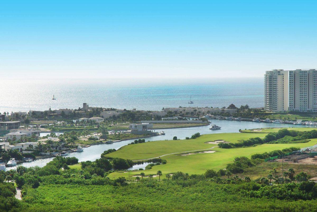 MLS-DCA203 Excelente oportunidad de inversion, Condo a la venta en Cancun Departamento de lujo ubicado dentro de Puerto Cancun, un residencial privado cerca de las zonas mas exclusivas de Cancun. Este desarrollo cuenta con acabados que destacan la exclusividad y confort. Sus amplias terrazas te permiten disfrutar de un hermoso paisaje y de una convivencia al aire libre. Cuenta con amplios jardines, un lobby y gimnasio. Fuera de la torre, se encuentra una piscina de nado y una alberca recreativa, un asoleadero, baños y áreas de convivencia donde el verde predomina con su bella vista al campo de golf. Este departamento te frece extraordinarias amenidades con espacios amplios en un ambiente agradable donde encontrarás sin duda, tranquilidad y confort. amenidades •Seguridad 24/7 •Lobby •Cuarto de juegos •Alberca de nado y recreativa •Asoleadero •Grandes jardines •Spa y sauna •Gym •Cancha de Paddle Tennis •Cancha de fútbol y basquetbol •Business center •Kids club •Salón de usos múltiples •Bodega •Estacionamiento •subterráneo y de visita 2 recamaras 2 baños 158 m2 $ 6,901,000 MXN ($ 363,211 USD) 3 PENTHOUSE recamaras 3 y un medio baño 313 m2 $ 12,844,000 MXN ($ 676,000 USD) El precio puede cambiar de acuerdo a la disponibilidad, demanda y al avance de la obra, contactanos para confirmar el precio actual. #iowncancun #cancunrealstate #cancuncondos  #puertocancun #cancuncondominiums #cancunbroker #cancunlisting #cancunrealty #cancun #cancunlifestyle #Luxurycancun. EasyBroker ID: EB-EA0253 14