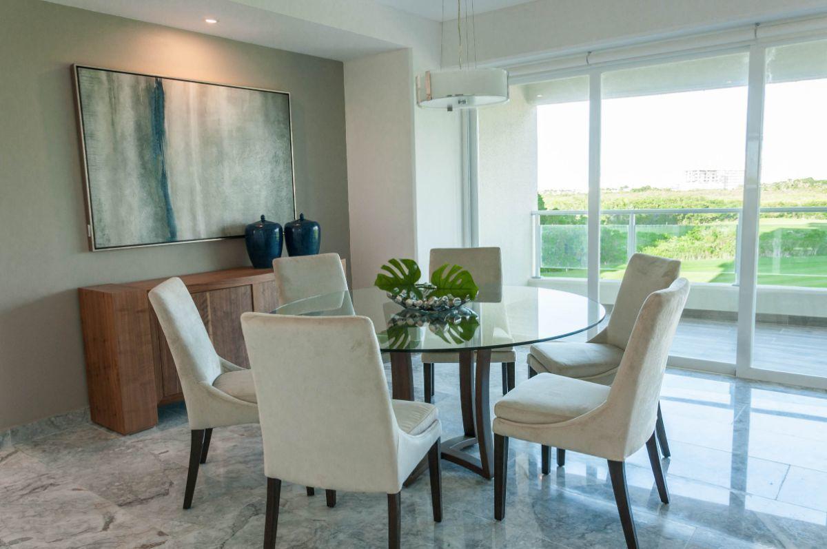 MLS-DCA203 Excelente oportunidad de inversion, Condo a la venta en Cancun Departamento de lujo ubicado dentro de Puerto Cancun, un residencial privado cerca de las zonas mas exclusivas de Cancun. Este desarrollo cuenta con acabados que destacan la exclusividad y confort. Sus amplias terrazas te permiten disfrutar de un hermoso paisaje y de una convivencia al aire libre. Cuenta con amplios jardines, un lobby y gimnasio. Fuera de la torre, se encuentra una piscina de nado y una alberca recreativa, un asoleadero, baños y áreas de convivencia donde el verde predomina con su bella vista al campo de golf. Este departamento te frece extraordinarias amenidades con espacios amplios en un ambiente agradable donde encontrarás sin duda, tranquilidad y confort. amenidades •Seguridad 24/7 •Lobby •Cuarto de juegos •Alberca de nado y recreativa •Asoleadero •Grandes jardines •Spa y sauna •Gym •Cancha de Paddle Tennis •Cancha de fútbol y basquetbol •Business center •Kids club •Salón de usos múltiples •Bodega •Estacionamiento •subterráneo y de visita 2 recamaras 2 baños 158 m2 $ 6,901,000 MXN ($ 363,211 USD) 3 PENTHOUSE recamaras 3 y un medio baño 313 m2 $ 12,844,000 MXN ($ 676,000 USD) El precio puede cambiar de acuerdo a la disponibilidad, demanda y al avance de la obra, contactanos para confirmar el precio actual. #iowncancun #cancunrealstate #cancuncondos  #puertocancun #cancuncondominiums #cancunbroker #cancunlisting #cancunrealty #cancun #cancunlifestyle #Luxurycancun. EasyBroker ID: EB-EA0253 2