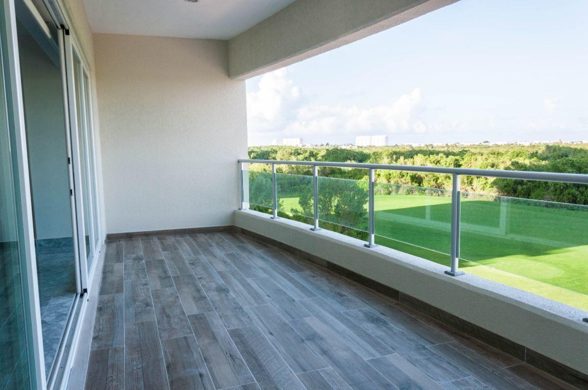 MLS-DCA203 Excelente oportunidad de inversion, Condo a la venta en Cancun Departamento de lujo ubicado dentro de Puerto Cancun, un residencial privado cerca de las zonas mas exclusivas de Cancun. Este desarrollo cuenta con acabados que destacan la exclusividad y confort. Sus amplias terrazas te permiten disfrutar de un hermoso paisaje y de una convivencia al aire libre. Cuenta con amplios jardines, un lobby y gimnasio. Fuera de la torre, se encuentra una piscina de nado y una alberca recreativa, un asoleadero, baños y áreas de convivencia donde el verde predomina con su bella vista al campo de golf. Este departamento te frece extraordinarias amenidades con espacios amplios en un ambiente agradable donde encontrarás sin duda, tranquilidad y confort. amenidades •Seguridad 24/7 •Lobby •Cuarto de juegos •Alberca de nado y recreativa •Asoleadero •Grandes jardines •Spa y sauna •Gym •Cancha de Paddle Tennis •Cancha de fútbol y basquetbol •Business center •Kids club •Salón de usos múltiples •Bodega •Estacionamiento •subterráneo y de visita 2 recamaras 2 baños 158 m2 $ 6,901,000 MXN ($ 363,211 USD) 3 PENTHOUSE recamaras 3 y un medio baño 313 m2 $ 12,844,000 MXN ($ 676,000 USD) El precio puede cambiar de acuerdo a la disponibilidad, demanda y al avance de la obra, contactanos para confirmar el precio actual. #iowncancun #cancunrealstate #cancuncondos  #puertocancun #cancuncondominiums #cancunbroker #cancunlisting #cancunrealty #cancun #cancunlifestyle #Luxurycancun. EasyBroker ID: EB-EA0253 22