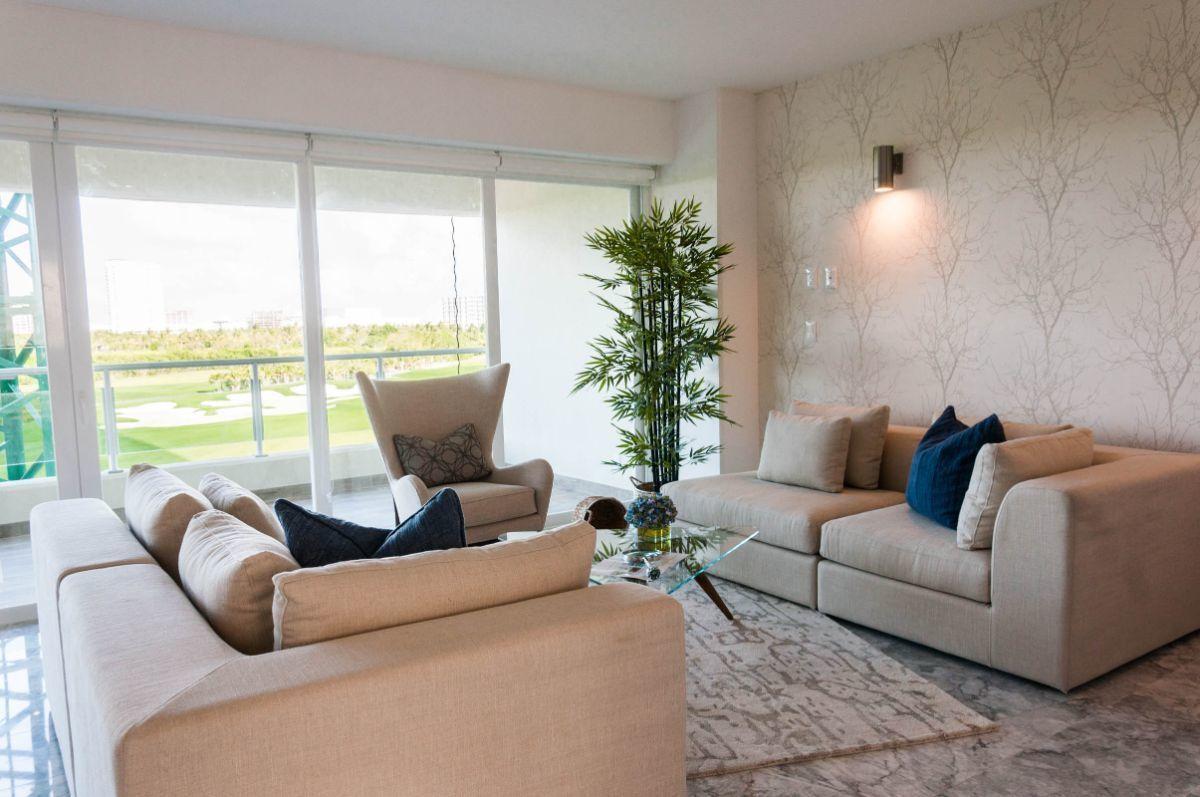 MLS-DCA203 Excelente oportunidad de inversion, Condo a la venta en Cancun Departamento de lujo ubicado dentro de Puerto Cancun, un residencial privado cerca de las zonas mas exclusivas de Cancun. Este desarrollo cuenta con acabados que destacan la exclusividad y confort. Sus amplias terrazas te permiten disfrutar de un hermoso paisaje y de una convivencia al aire libre. Cuenta con amplios jardines, un lobby y gimnasio. Fuera de la torre, se encuentra una piscina de nado y una alberca recreativa, un asoleadero, baños y áreas de convivencia donde el verde predomina con su bella vista al campo de golf. Este departamento te frece extraordinarias amenidades con espacios amplios en un ambiente agradable donde encontrarás sin duda, tranquilidad y confort. amenidades •Seguridad 24/7 •Lobby •Cuarto de juegos •Alberca de nado y recreativa •Asoleadero •Grandes jardines •Spa y sauna •Gym •Cancha de Paddle Tennis •Cancha de fútbol y basquetbol •Business center •Kids club •Salón de usos múltiples •Bodega •Estacionamiento •subterráneo y de visita 2 recamaras 2 baños 158 m2 $ 6,901,000 MXN ($ 363,211 USD) 3 PENTHOUSE recamaras 3 y un medio baño 313 m2 $ 12,844,000 MXN ($ 676,000 USD) El precio puede cambiar de acuerdo a la disponibilidad, demanda y al avance de la obra, contactanos para confirmar el precio actual. #iowncancun #cancunrealstate #cancuncondos  #puertocancun #cancuncondominiums #cancunbroker #cancunlisting #cancunrealty #cancun #cancunlifestyle #Luxurycancun. EasyBroker ID: EB-EA0253 3