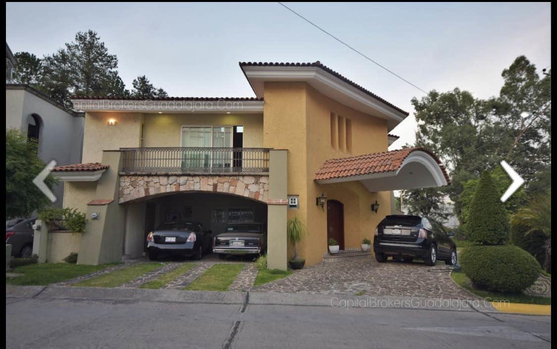 HERMOSA CASA EN VENTA  Habitaciones: 5 Un estudio  Un cuarto de servicio  Baños: 8 Niveles: 2 Estacionamientos: 5 Terraza: 160 construidos  Terreno: 1128  Construcción casa: 719. EasyBroker ID: EB-DN2870 6