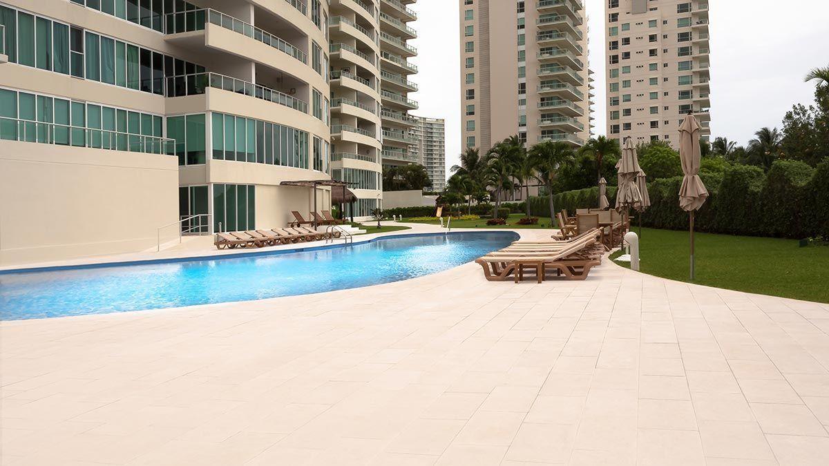 MLS-DCA203 Excelente oportunidad de inversion, Condo a la venta en Cancun Departamento de lujo ubicado dentro de Puerto Cancun, un residencial privado cerca de las zonas mas exclusivas de Cancun. Este desarrollo cuenta con acabados que destacan la exclusividad y confort. Sus amplias terrazas te permiten disfrutar de un hermoso paisaje y de una convivencia al aire libre. Cuenta con amplios jardines, un lobby y gimnasio. Fuera de la torre, se encuentra una piscina de nado y una alberca recreativa, un asoleadero, baños y áreas de convivencia donde el verde predomina con su bella vista al campo de golf. Este departamento te frece extraordinarias amenidades con espacios amplios en un ambiente agradable donde encontrarás sin duda, tranquilidad y confort. amenidades •Seguridad 24/7 •Lobby •Cuarto de juegos •Alberca de nado y recreativa •Asoleadero •Grandes jardines •Spa y sauna •Gym •Cancha de Paddle Tennis •Cancha de fútbol y basquetbol •Business center •Kids club •Salón de usos múltiples •Bodega •Estacionamiento •subterráneo y de visita 2 recamaras 2 baños 158 m2 $ 6,901,000 MXN ($ 363,211 USD) 3 PENTHOUSE recamaras 3 y un medio baño 313 m2 $ 12,844,000 MXN ($ 676,000 USD) El precio puede cambiar de acuerdo a la disponibilidad, demanda y al avance de la obra, contactanos para confirmar el precio actual. #iowncancun #cancunrealstate #cancuncondos  #puertocancun #cancuncondominiums #cancunbroker #cancunlisting #cancunrealty #cancun #cancunlifestyle #Luxurycancun. EasyBroker ID: EB-EA0253 6